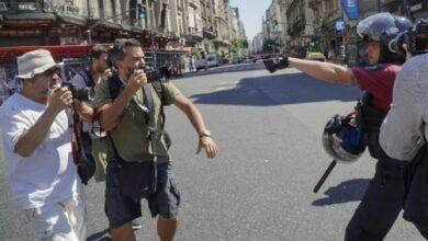 Ecuador policia reprime a periodistas. imagen referencial.