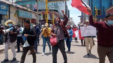 Grupo de jovenes protestan en Juliaca