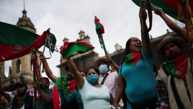 Indígenas colombianos en una protesta contra las políticas del presidente Iván Duque en Bogotá, 21 de octubre de 2020