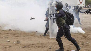 Efrentamiento entre la policía y trabajadores. Foto. AFP