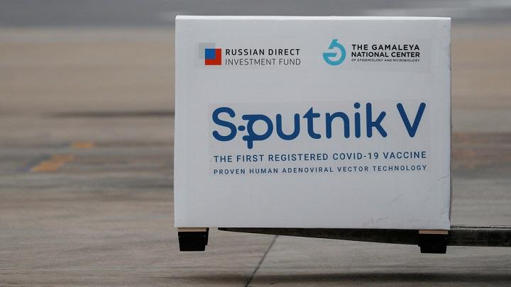 Caja donde viene empacada la vacuna Sputnik V. Agustin Marcarian. Reuters
