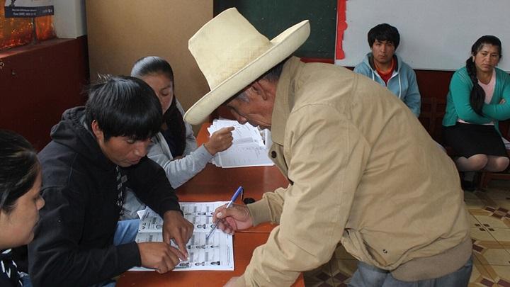 Campesino emitiendo su voto. Imagen ilustrativa Internet